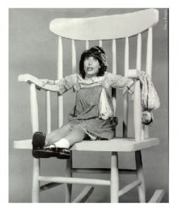 Lily-tomlin-big-chair